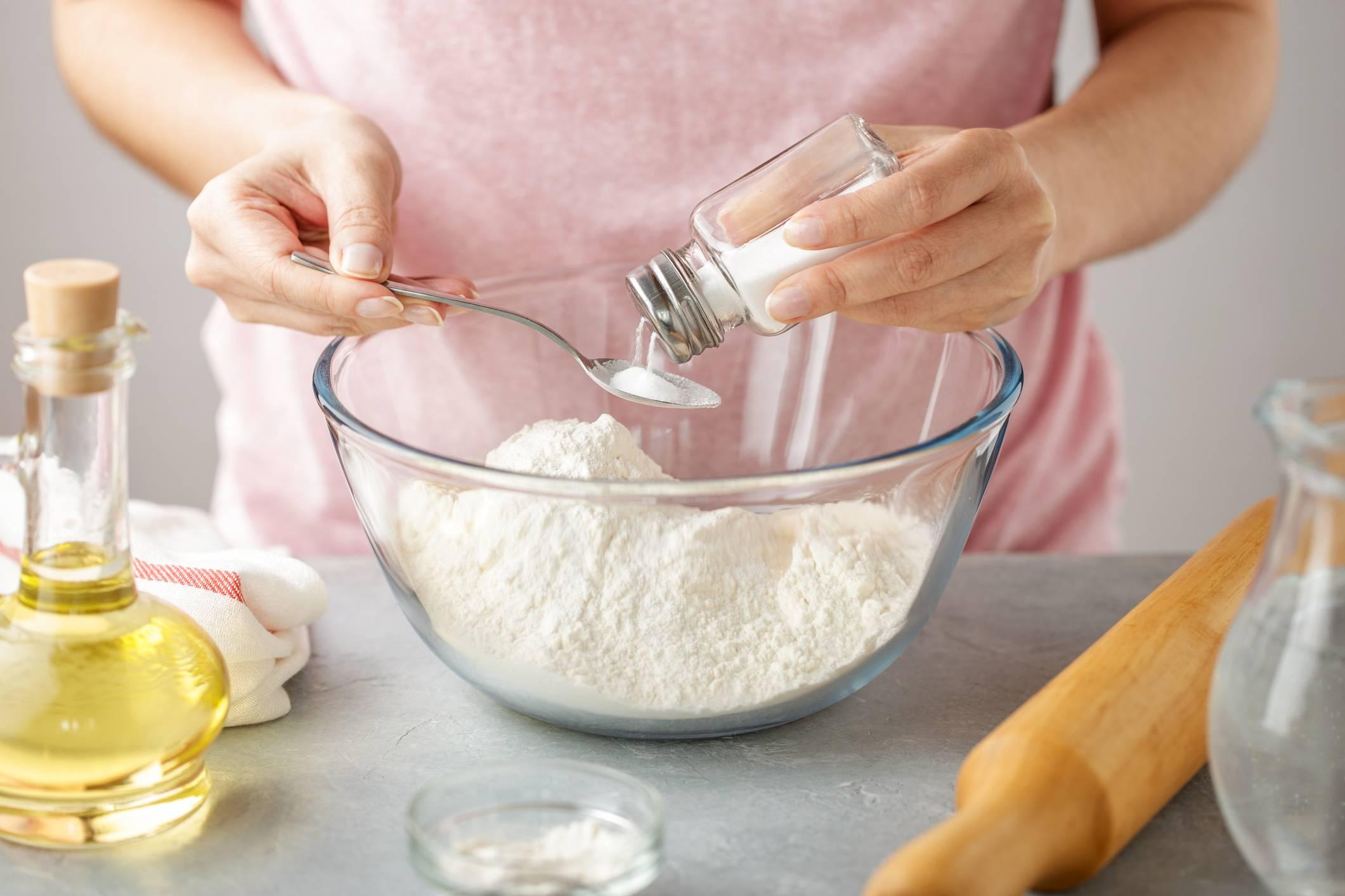 Ajouté du sel à la farine